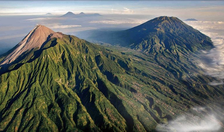 Bali Fears Volcano Eruption As 145,000 Flee Their Homes
