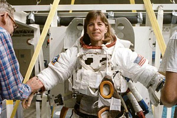 NASA plans for a female moonlanding